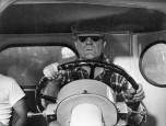 Jean Gabin au volant d'un camion Willème