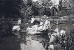 Les enfants Berliet dans le jardin