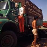 raid-Afrique1973 Berliet L64 vert à l'entretien