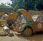 raid Afrique1973 Citroen 2CV à l'étape