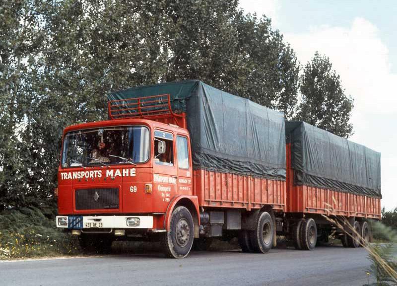 Saviem-SM240-sur-route-vers-1971