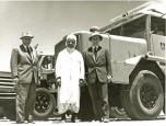 04 Maurice et Paul Berliet entourent M. Boukamel, Algérie 1957