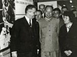 09 expo francaise de Pékin 1965 Paul Berliet et le maire de Pékin Pen Zheng