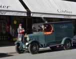 Unic  L1 de 1923 devant la vitrine Cartier vue 1