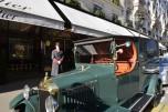 Unic  L1 de 1923 devant la vitrine Cartier vue 2