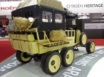 Renault 6 roues stand Retromobile vue 2