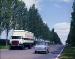 Camion Unic sur route en 1966