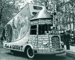18 Caravane Tour de France base Renault 1400 kg 1954