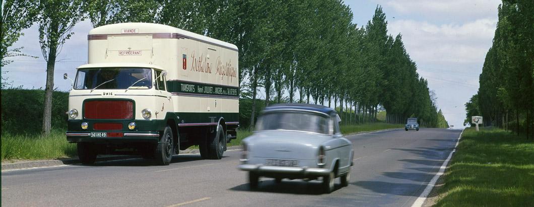 camion Unic sur route – 1966