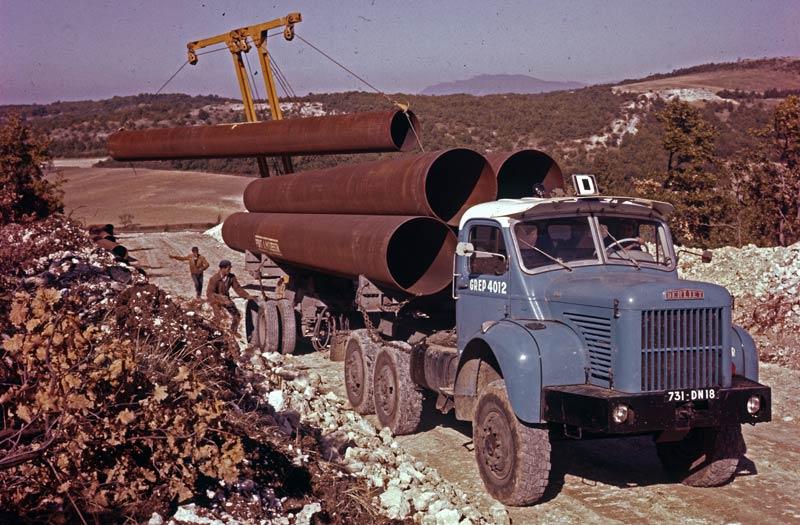 Grands travaux au Sahara...et ailleurs - Page 4 Berliet-TBC8-pose-pipeline-1961-vue2