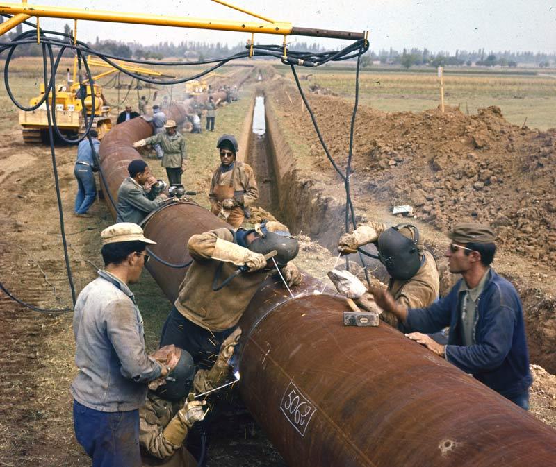 Berliet TBC8 pose pipeline 1961 vue8