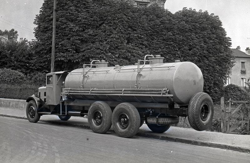 Latil V3Y10 camion citerne vue 2
