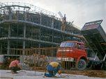 Grenoble chantier stade de glace Berliet GRK 1967